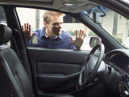 車匙反鎖車內?可以點做?